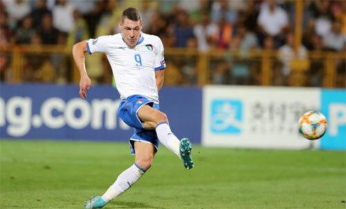 Belotti thể hiện vai trò quan trọng với Italy. Ảnh: Reuters