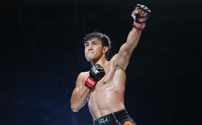 Duy Nhất thắng knock-out võ sĩ Malaysia