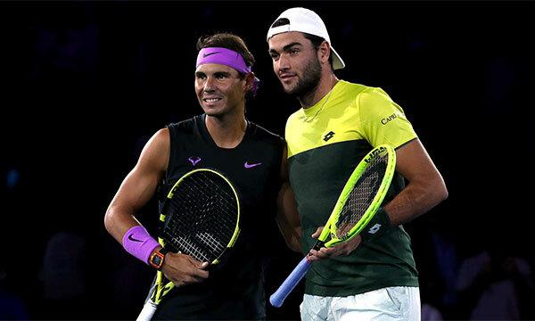 Berrettini, trong lần đầu vào bán kết Grand Slam, tỏ ra non kinh nghiệm trước Nadal.