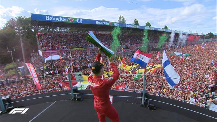 Lần đầu tiên sau chín năm, một tay đua Ferrari mới chiến thắng và mang lại niềm vui vô bờ bến cho các CĐV Italy trên sân nhà Monza. Ảnh: F1.