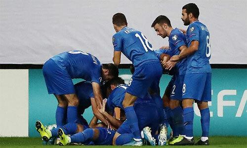 Azerbaijan vui mừng với bàn thắng lịch sử.