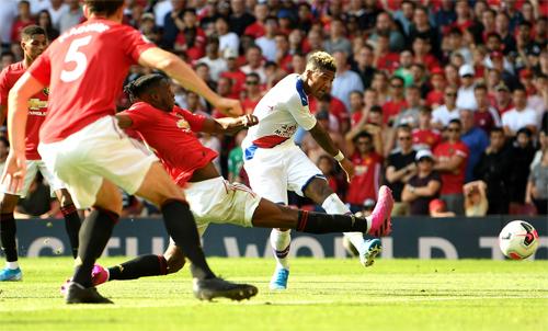 Man Utd chịu thua Crystal Palace 1-2 trên sân Old Trafford ở vòng ba Ngoại hạng Anh. Ảnh: Reuters