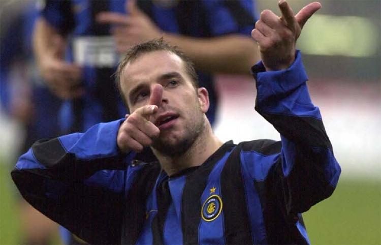 Andy Van der Meyde trưởng thành từ lò Ajax, chơi cho Inter giai đoạn 2003-2005.