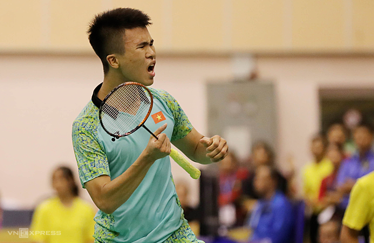 Hải Đăng phấn khích sau khi thắng tay vợt xếp trên anh hơn 200 bậc. Ảnh: Đức Đồng.