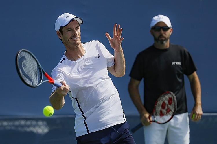 Murray vừa thua đối thủ số 240 thế giới Matteo Viola tại vòng ba Rafa Nadal Mở rộng hồi tháng trước. Ảnh: AP.