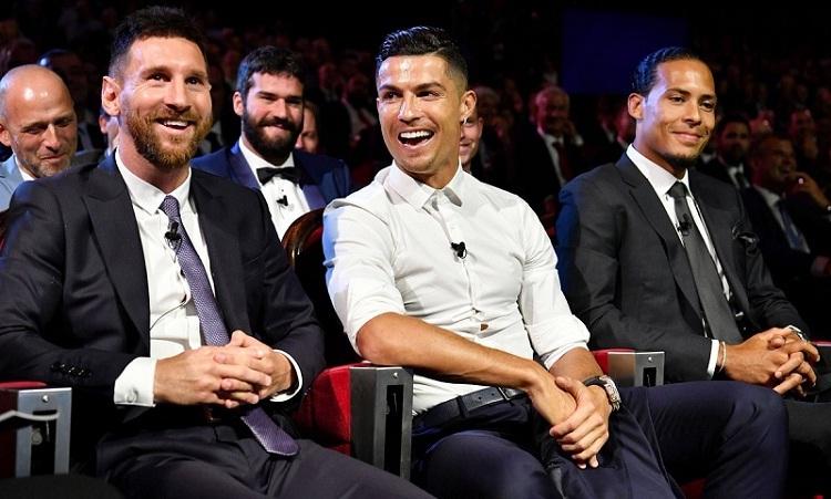 Messi sẵn sàng chấp nhận nếu được Ronaldo mời ăn tối. Ảnh: AFP.