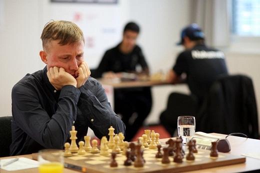 Ponomariov không hài lòng vì bị giữ lại kiểm tra doping quá lâu. Ảnh: Chessdom.