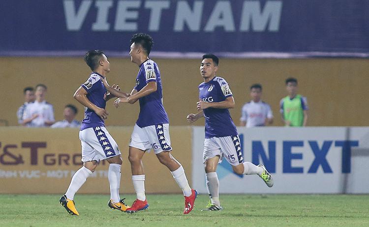 Hà Nội ghi 5 bàn trong hiệp hai, lội ngược dòng hạ Viettel trên sân Hàng Đẫy tối 15/9.