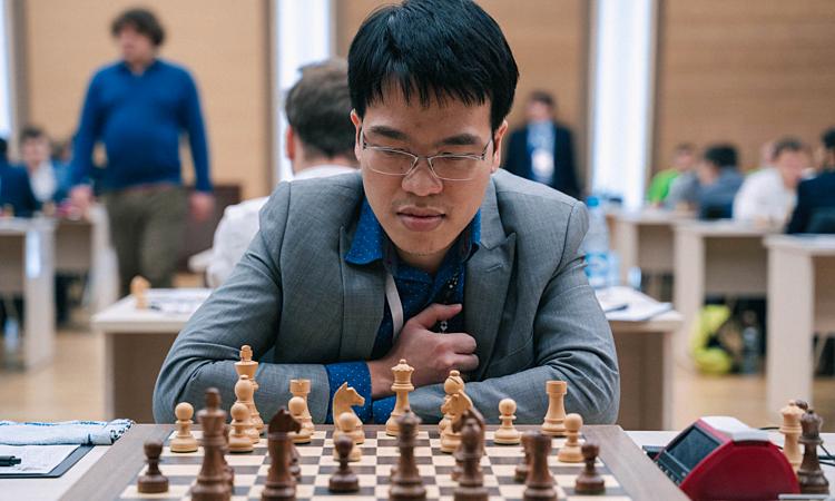 Quang Liêm thắng ván cờ tiêu chuẩn đầu tiên tại giải. Ảnh: FWC.