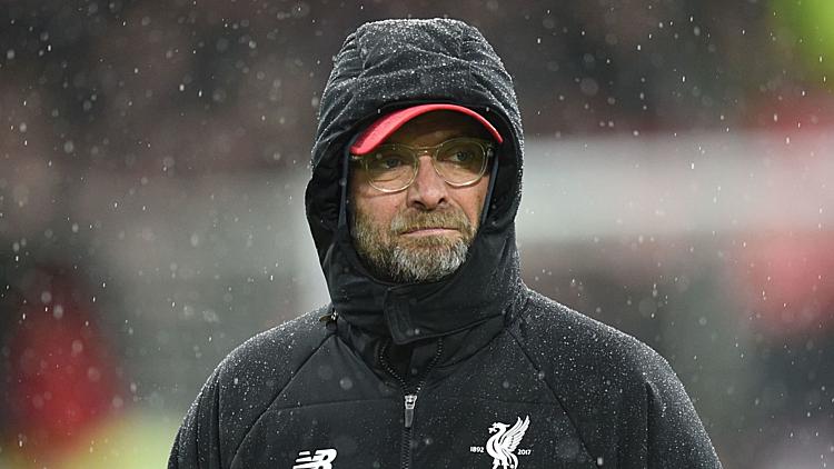 Klopp từng gặp khó khăn với thời tiết tại Anh. Ảnh: Sky Sports.