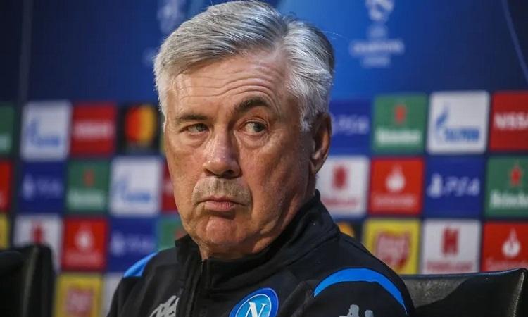 Ancelotti nói ông an ủi Klopp rằng thua tại Napoli thì mới vô địch Champions League được. Ảnh: REX.