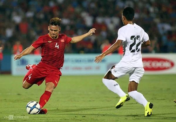 Hậu vệ Hồ Tấn Tài trong trận giao hữu thắng Myanmar 2-0 ở sân Phú Thọ. Ảnh: Lâm Thoả.