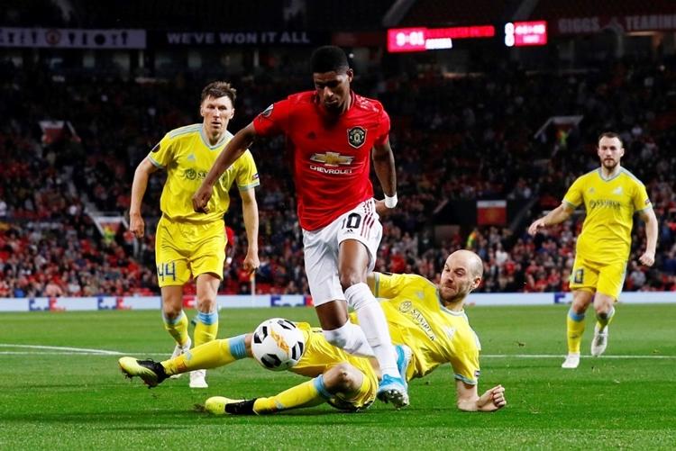 Rashford (áo đỏ) có năm lần dứt điểm, nhưng không ghi bàn nào. Ảnh: Reuters.