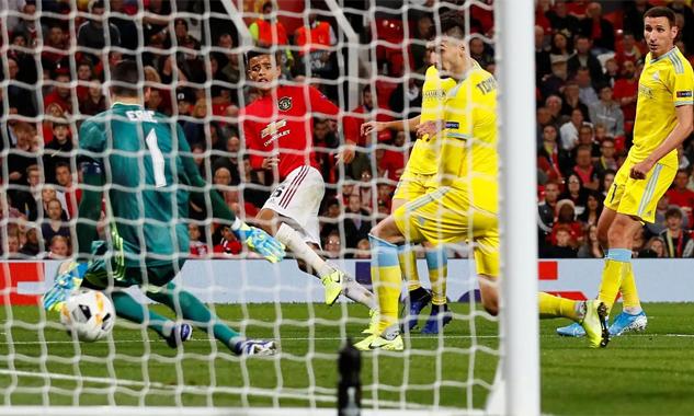 Greenwood trong pha làm bàn lịch sử cho Man Utd hôm qua 19/9. Ảnh: Reuters.