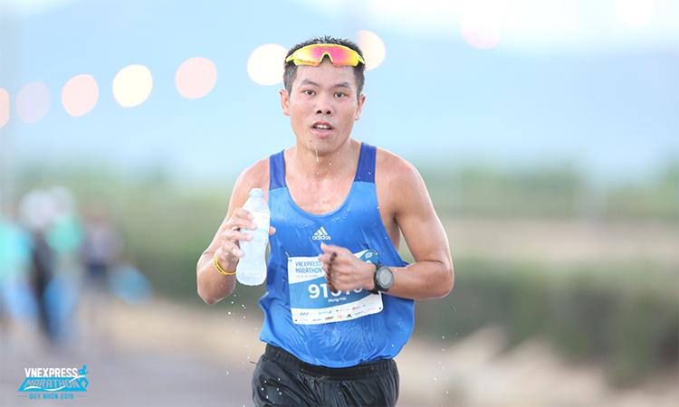 Hùng Hải là chân chạy bán chuyên nổi tiếng, từng chinh chiến ở nhiều giải chạy lớn trong nước và quốc tế. Ảnh: VnExpress Marathon.