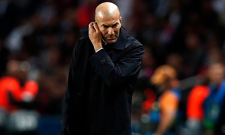 ZIdane bị chỉ trích dữ dội sau khi Real thua đậm PSG. Ảnh: EPA.
