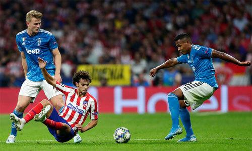 De Ligt (trái) đang gây thất vọng cho CĐV Juventus. Ảnh: Reuters