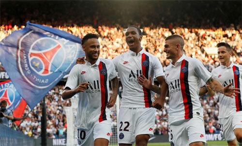 Neymar (trái) ghi bàn ngay sau khi trở lại. Ảnh: Reuters