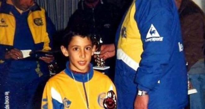 Di Maria thời còn chơi cho đội nhi đồng Rosario Central.