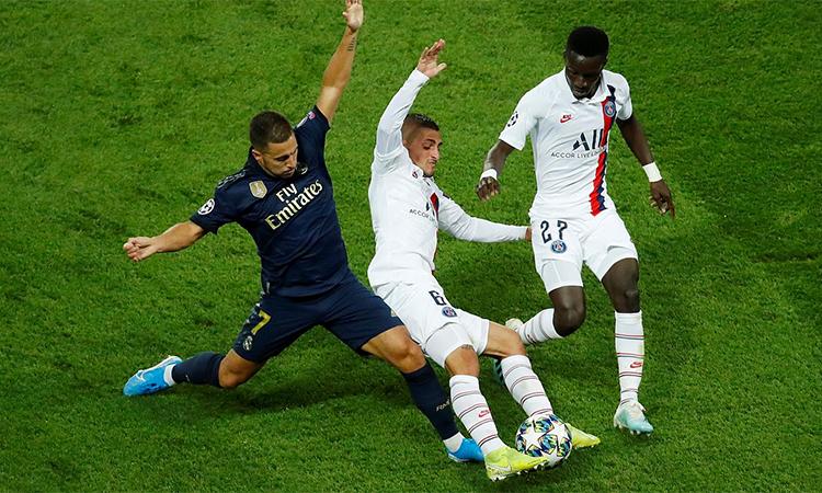 Hazard (áo đen) chưa lấy lại hình ảnh như từng có ở Chelsea và tuyển Bỉ. Ảnh: Reuters.