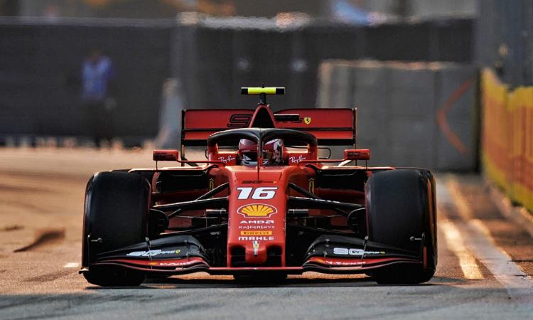 Leclerc tận dụng triệt để thế mạnh từ cải tiến động cơ của Ferrari để giành chiến thắng trong vòng phân hạng. Ảnh: Formula1.