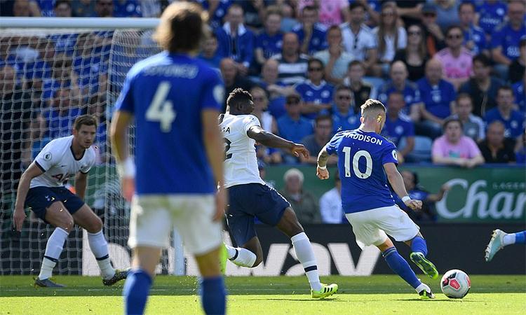 Maddison trong tình huống sút xa ấn định thắng lợi cho Leicester City. Ảnh: PA.