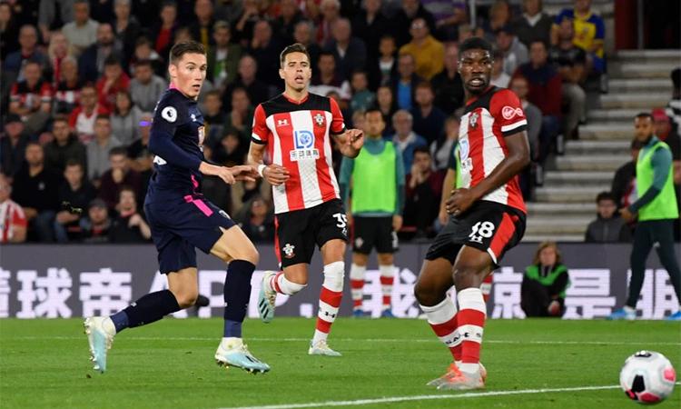 Harry Wilson mở tỷ số, góp công giúp Bournemouth lần đầu thắng trên sân Southampton trên mọi mặt trận. Ảnh: Reuters.