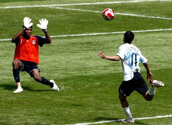 Di Maria ghi bàn duy nhất giúp Argentina hạ Nigeria ở chung kết bóng đá nam Olympic 2008 - giải đấu đã thay đổi số phận của anh. Ảnh: Reuters.