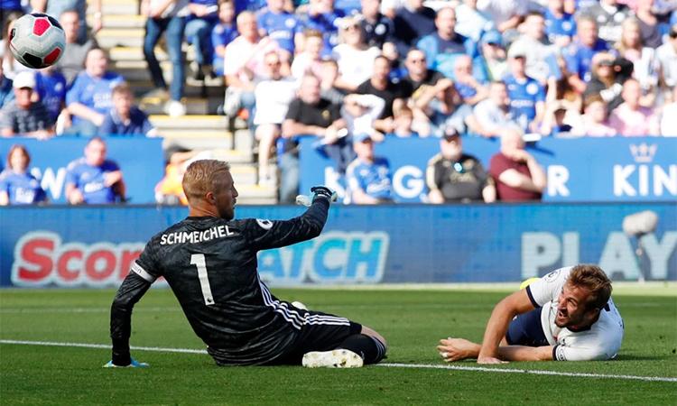 Kane mở tỷ số, nhưng không đủ giúp Tottenham có điểm. Ảnh: Reuters.
