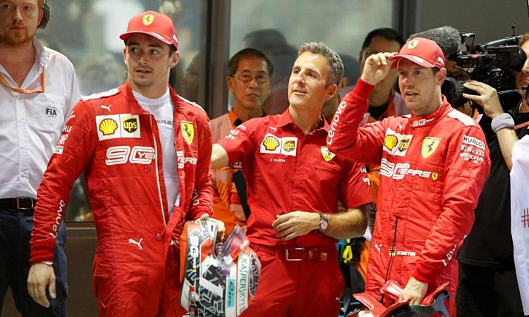 Leclerc (thứ hai từ trái sang) không vui khi chỉ về nhì dù giành pole. Ảnh: Reuters.