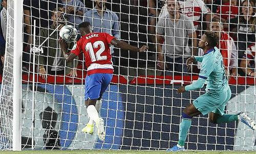 Lưới của Barca rung lên từ giây 63. Ảnh: Reuters