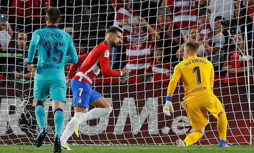 Vadillo đem lại niềm vui cho CĐV Granada.