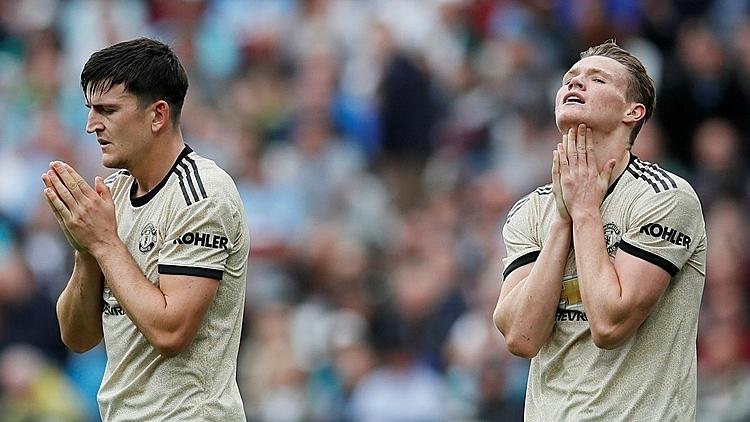 Các cầu thủ Man Utd thất vọng sau thất bại trên sân West Ham. Ảnh: EPL.