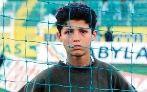 Ronaldo thời còn chơi cho đội nhi đồng Sporting Lisbon.
