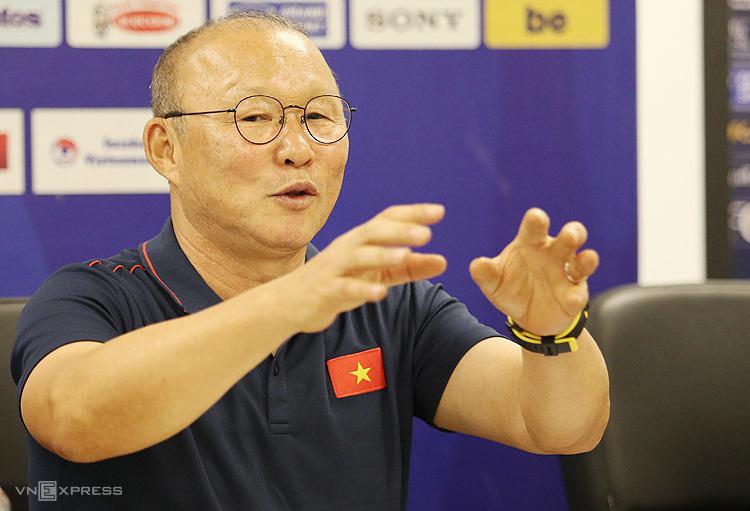 HLV Park Hang-seo chia sẻ về chuyện hợp đồng tại trụ sở VFF sáng 23/9. Ảnh: Lâm Thoả.