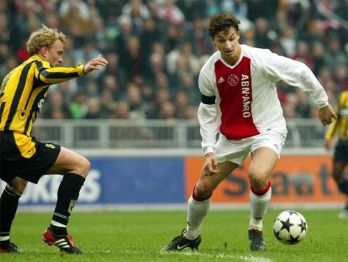 Ibra khi còn chơi cho Ajax. Ảnh: EPA