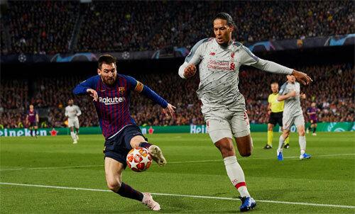 Messi khó cạnh tranh Quả Bóng Vàng với Van Dijk. Ảnh: EPA