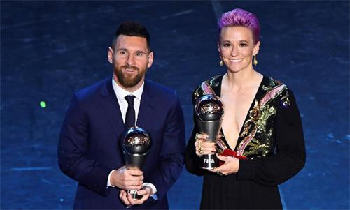 Nam và nữ cầu thủ hay nhất 2019 của FIFA: Messi và Megan Rapinoe. Ảnh: Reuters