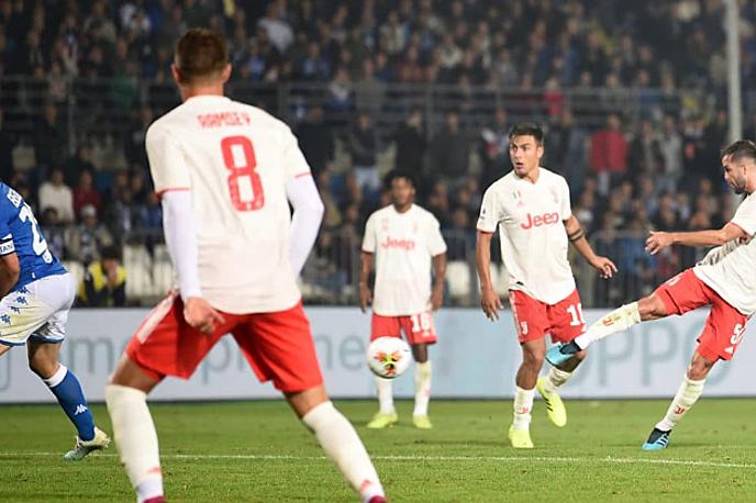 10 trong 11 bàn gần nhất của Pjanic (phải, số 5) đến từ ngoài vòng cấm. Ảnh: Sport Notizie.