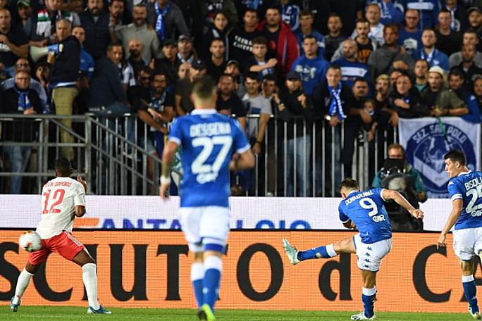Donnarumma (số 9) mở tỷ số cho Brescia ngay đầu trận. Ảnh: Sport Notizie.