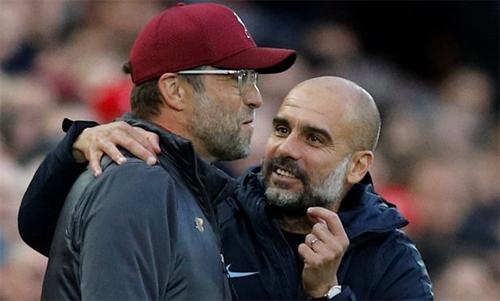 Klopp và Guardiola trong một lần chạm trán ở Ngoại hạng Anh. Ảnh: Reuters