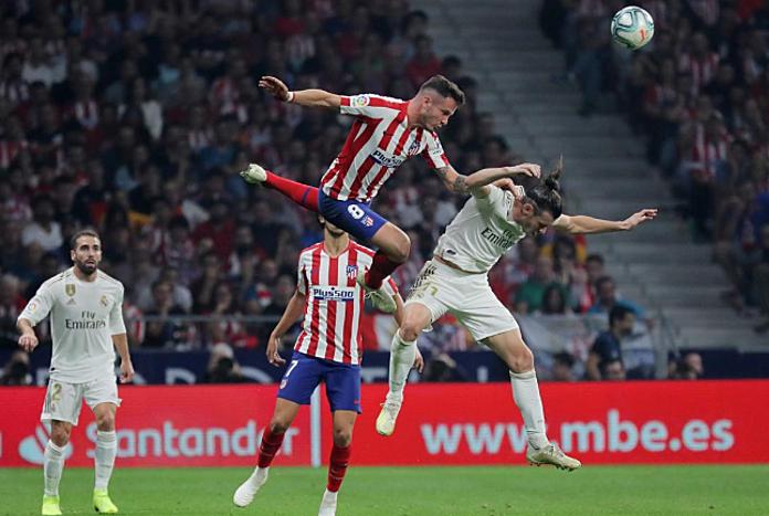 Real (trắng) lần đầu tiên giữ sạch lưới ba trận liên tiếp dưới thời Zidane. Ảnh: AFP.