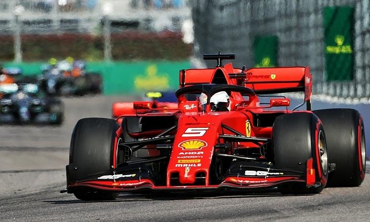 Vettel dẫn đầu sau nửa đầu cuộc đua, nhưng lỗi động cơ khiến anh bỏ cuộc. Ảnh: XPB.