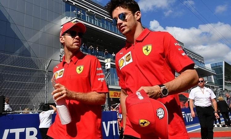 Sự phối hợp không ăn ý khiến Ferrari trả giá bằng thất bại tại GP Nga. Ảnh: Autosport.