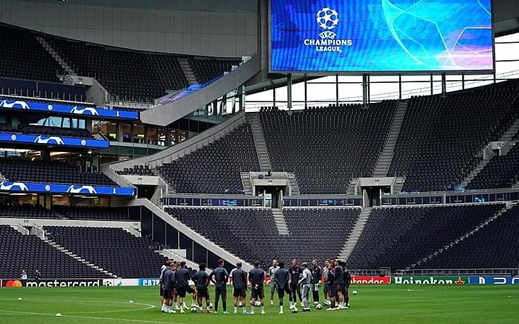 Bayern Munich hành quân đến London sau trận thắng Paderborn 3-2 tại Bundesliga. Ảnh: PA.