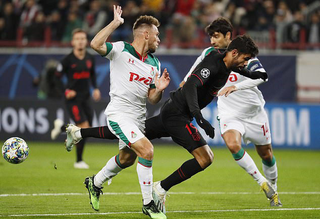 Diego Costa (áo đen) đá tiền đạo nhưng cả anh lẫn người đá cặp - Morata - đều tịt ngòi. Ảnh: EPA.