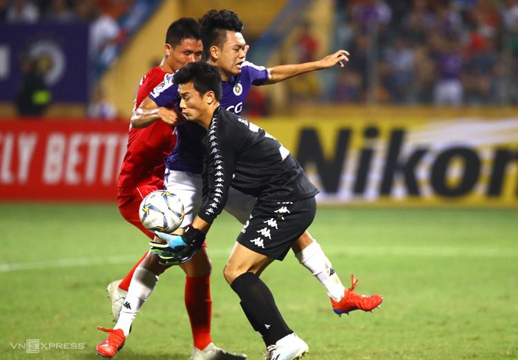 Thủ môn Bùi Tiến Dũng sẽ có trận đầu tiên được bắt chính cho Hà Nội tại AFC Cup.