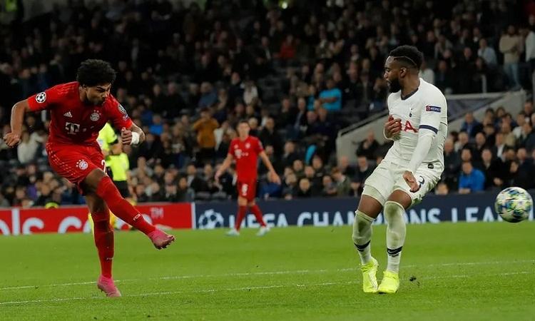 Gnabry thể hiện khả năng dứt điểm tuyệt vời trong bốn bàn thắng anh ghi ở trận này. Ảnh: Guardian.
