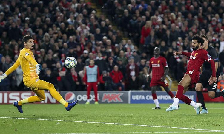 Cú chích bóng của Salah mang về ba điểm cho Liverpool. Ảnh: DM.