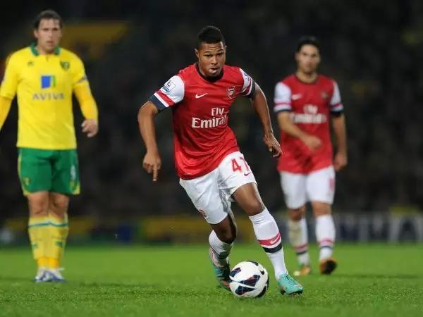 Gnabry được trao cơ hội ở đội một Arsenal, nhưng thích nghi chậm và dần dà bị đào thải.